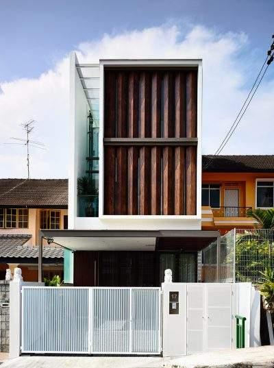 Mẫu thiết kế nhà phố 3 tầng với lam chắn đặc biệt phía trước