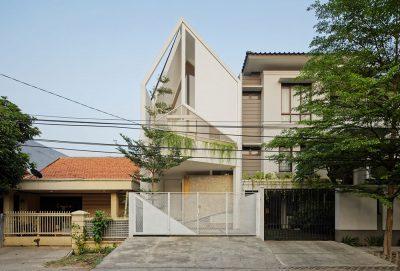 Mẫu thiết kế nhà phố tam giác hẹp với kiến trúc độc đáo