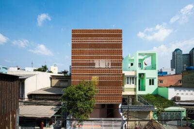 Mẫu thiết kế nhà ở kết hợp kinh doanh 3 tầng trên khu đất cong ngập tràn nắng gió