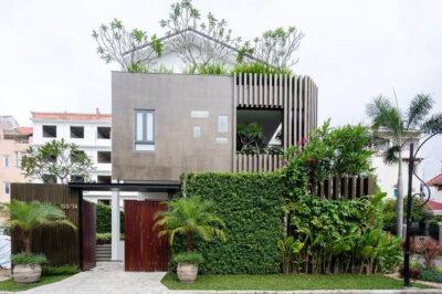 Mẫu thiết kế biệt thự 3 tầng với hàng rào xanh hút mắt