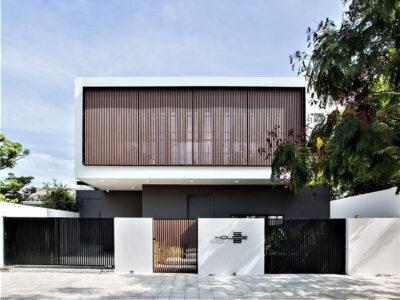Mẫu thiết kế biệt thự 2 tầng nổi bật với hệ lam cửa gỗ trước sau