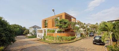 Mẫu thiết kế nhà phố 2 tầng căn góc bằng gạch nung thoáng mát