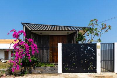 Mẫu thiết kế nhà phố 1 tầng với giải pháp chắn nắng hướng Tây hiệu quả