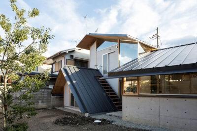 Mẫu thiết kế nhà phố 119m2 độc đáo với 4 mái xếp chồng lên nhau